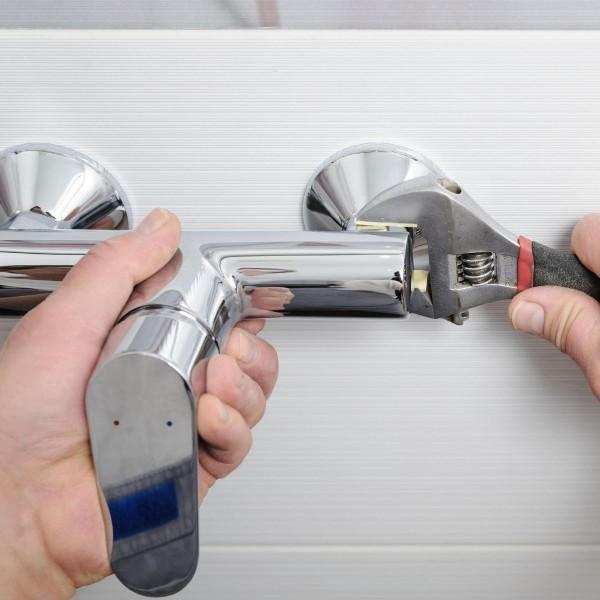 Montaż baterii prysznicowej – poradnik