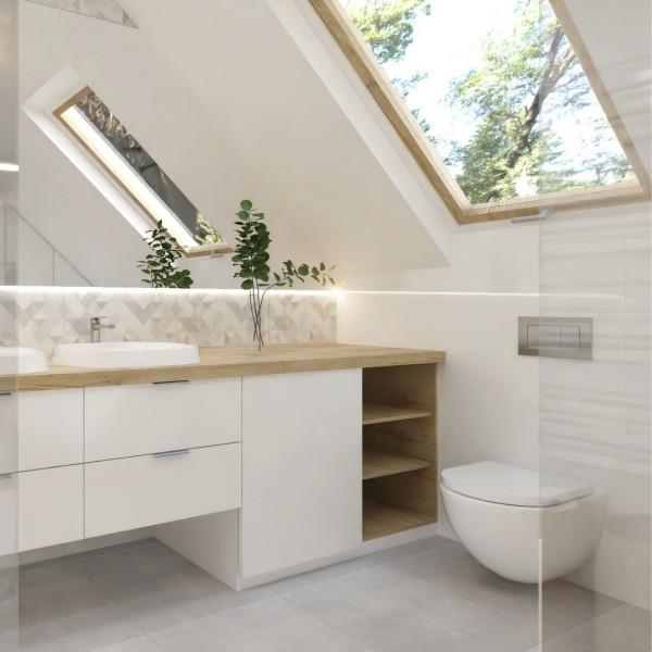Biała łazienka na poddaszu z płytkami drewnopodobnymi