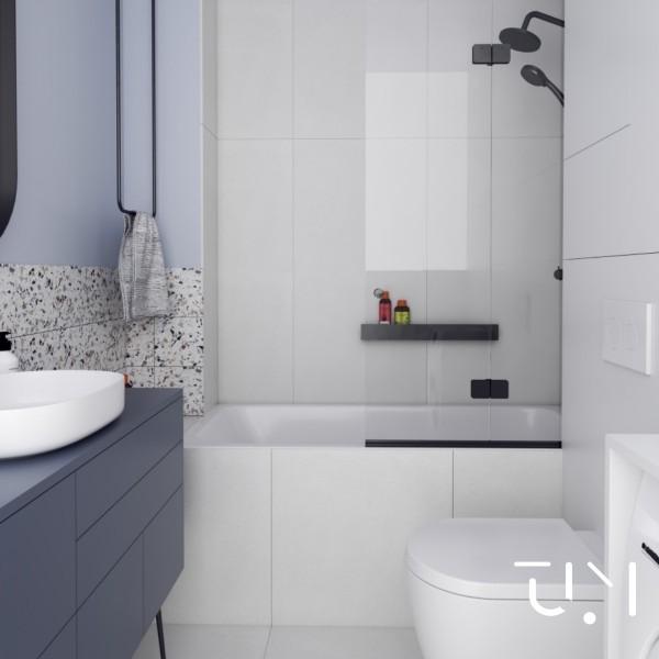Niebieska - mała łazienka z wanną z parawanem!