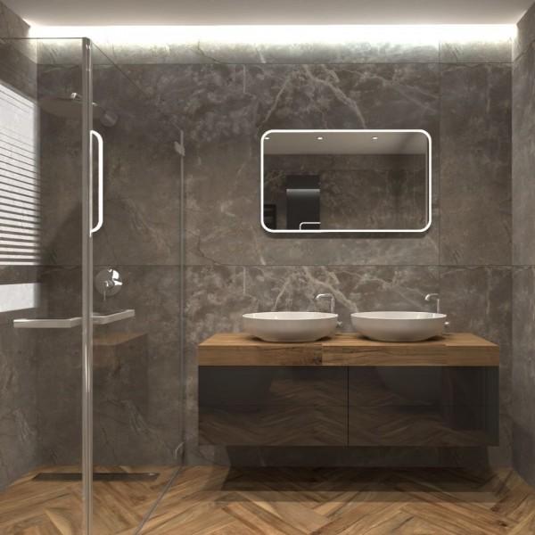 Brązowa łazienka z marmurem oraz płytkami drewnopodobnymi