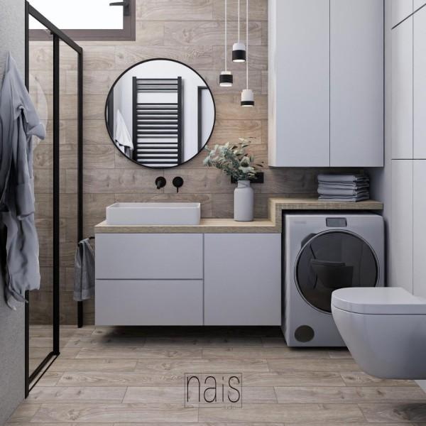 Mała łazienka z płytkami drewnopodobnymi oraz prysznicem!