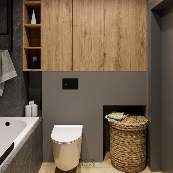 Mała łazienka w bloku z wanną i parawanem