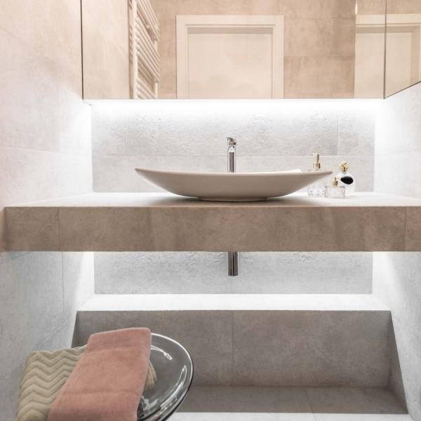 Nowoczesna łazienka w odcieniach beżu